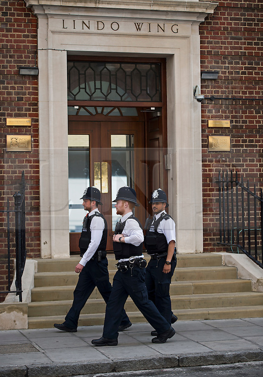 25/04/2015. Police outside the Lindo Wing of St Mary's hospital in Padding, where The Duchess is due to give birth. Photo credit: Ben Cawthra