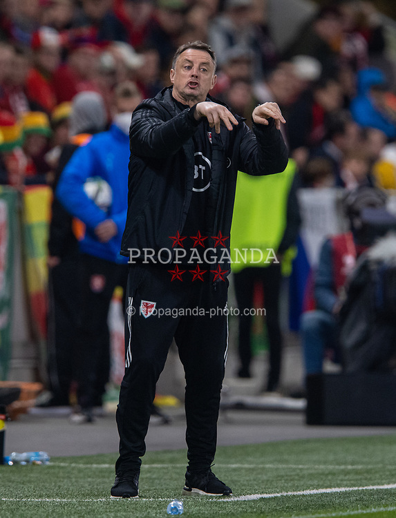 PRAGUE, CZECH REPUBLIC - Friday, October 8, 2021: Wales' goalkeeping coach Tony Roberts during the FIFA World Cup Qatar 2022 Qualifying Group E match between Czech Republic and Wales at the Sinobo Stadium. The game ended in a 2-2 draw. (Pic by David Rawcliffe/Propaganda)