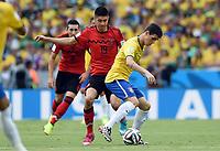 v.l. Oribe Peralta (Mexiko), Oscar<br /> Fussball, FIFA WM 2014 in Brasilien, Vorrunde, <br /> Brasil - Mexico<br /> <br /> Norway only