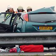 Dodelijk ongeval A27 Blaricum.wrak, kinderspullen, ongeluk, brandweer, politie