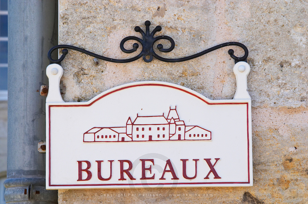 A sign saying Bureaux (offices) with a drawing of the chateau - Chateau Grand Mayne, Saint Emilion, Bordeaux
