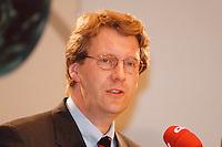 09 FEB 1998, BONN/GERMANY:<br /> Christian Wulff, MdL, Landesvorsitzender CDU-Niedersachsen, Pressekonferenz<br /> IMAGE: 19980209-02/01-22