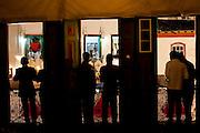 Diamantina_MG, 11 de Setembro de 2010..Campanha eleitoral, Antonio Anastasia 2010 coligacao Somos Minas Gerais...O governador Antonio Anastasia, candidato a reeleicao, assiste a tradicional Vesperata de Diamantina, uma das mais importantes manifestacoes culturais de Minas Gerais. A apresentacao ocorreu na Rua da Quitanda, no centro historico da cidade, quando varias bandas tocaram classicos da musica erudita e popular brasileira...Foto: MARCUS DESIMONI - NITRO