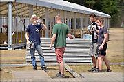 Nederland, Nijmegen,29-6-2015De voorbereidingen voor de nijmeegse vierdaagse zijn weer begonnen met de opbouw van het militair kamp op Heumensoord. De tenten worden geleverd door de Boer tentenbouw en geplaatst door vooral vakantiewerkers en seizoenskrachten. Het is erg warm en de jongens moeten geregeld water drinken.Er komen zo'n 5000 militairen uit verschillende landen te logeren. De 4-daagse vindt plaats in de derde week van juli. Ook militairen van de landmacht zijn al bezig met het aanleggen van de installaties. Foto: Flip Franssen/Hollandse Hoogte The International Four Day Marches Nijmegen (or Vierdaagse) is the largest marching event in the world. It is organized every year in Nijmegen mid-July as a means of promoting sport and exercise. Participants walk 30, 40 or 50 kilometers daily, and on completion, receive a royally approved medal, Vierdaagsekruisje. The participants are mostly civilians, but there are also a few thousand military participants. The maximum number of 45,000 registrations has been reached. More than a hundred countries have been represented in the Marches over the years. FOTO: FLIP FRANSSEN/ HOLLANDSE HOOGTE