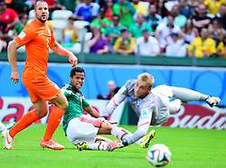 29.06.2014, Castelao, Fortaleza, BRA, FIFA WM, Niederlande vs Mexico, Achtelfinale, im Bild Giovani Dos Santos (Mexiko) gegen Ron Vlaar (Niederlande) und Jasper Cillessen (Niederlande) // during last sixteen match between Netherlands and Mexico of the FIFA Worldcup Brazil 2014 at the Castelao in Fortaleza, Brazil on 2014/06/29. EXPA Pictures © 2014, PhotoCredit: EXPA/ fotogloria/ Best Photo Agency<br /> <br /> *****ATTENTION - for AUT, FRA, POL, SLO, CRO, SRB, BIH, MAZ only*****