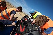 Technici bouwen de VeloX 7 om voor de kwalificaties op maandagmorgen. Het Human Power Team Delft en Amsterdam, dat bestaat uit studenten van de TU Delft en de VU Amsterdam, is in Amerika om tijdens de World Human Powered Speed Challenge in Nevada een poging te doen het wereldrecord snelfietsen voor vrouwen te verbreken met de VeloX 7, een gestroomlijnde ligfiets. Het record is met 121,44 km/h sinds 2009 in handen van de Francaise Barbara Buatois. De Canadees Todd Reichert is de snelste man met 144,17 km/h sinds 2016.<br /> <br /> With the VeloX 7, a special recumbent bike, the Human Power Team Delft and Amsterdam, consisting of students of the TU Delft and the VU Amsterdam, wants to set a new woman's world record cycling in September at the World Human Powered Speed Challenge in Nevada. The current speed record is 121,44 km/h, set in 2009 by Barbara Buatois. The fastest man is Todd Reichert with 144,17 km/h.