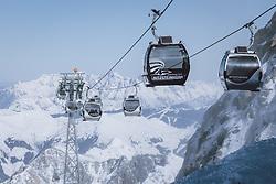 THEMENBILD - Seilbahngondeln des Gletscherjet am Kitzsteinhorn Gletscherskigebiet, aufgenommen am 13. Februar 2021 in Kaprun, Österreich // Cable car gondolas of the Gletscherjet at the Kitzsteinhorn glacier ski resort in Kaprun, Austria on 2021/02/13. EXPA Pictures © 2021, PhotoCredit: EXPA/ JFK