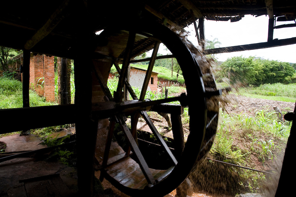 Sao Goncalo do Rio Preto_MG, Brasil...Circuito Estrada Real, Parque Estadual do Rio Preto. Na foto um engenho de cana...The circuit Estrada Real (Real Road), in this photo the Rio Preto State Park. In this photo the water mill that water wheel...Foto: LEO DRUMOND / NITRO