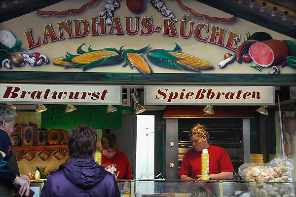 Duitsland, Weeze, 1-5-2008..Een mobiele snackbar waar bratwurst en spiessbraten gekocht kunnen worden...Foto: Flip Franssen/Hollandse Hoogte