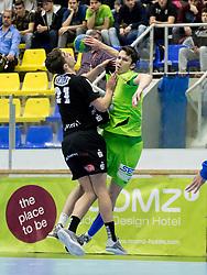 12.11.2016, BSFZ Suedstadt, Maria Enzersdorf, AUT, HLA, SG INSIGNIS Handball WESTWIEN vs Sparkasse Schwaz HANDBALL TIROL, Grunddurchgang, 12. Runde, im Bild Armin Hochleitner (Sparkasse Schwaz HANDBALL TIROL), Philipp Seitz (WestWien) // during Handball League Austria, 12 th round match between SG INSIGNIS Handball WESTWIEN and Sparkasse Schwaz HANDBALL TIROL at the BSFZ Suedstadt, Maria Enzersdorf, Austria on 2016/11/12, EXPA Pictures © 2016, PhotoCredit: EXPA/ Sebastian Pucher