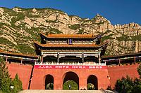 Tradition style south gate of Beiyue Hengshan, Hunyuan County, Shanxi China. 后山门,北岳恒山,浑源县,中国山西。