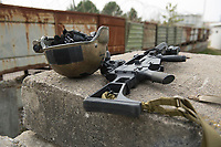 """03 APR 2012, LEHNIN/GERMANY:<br /> Gefechtshelme und Gewehr G36 nach einer Uebung, Kampfschwimmer der Bundeswehr trainieren """"an Land"""" infanteristische Kampf, hier Haeuserkampf- und Geiselbefreiungsszenarien auf einem Truppenuebungsplatz<br /> IMAGE: 20120403-01-160<br /> KEYWORDS: Marine, Bundesmarine, Soldat, Soldaten, Armee, Streitkraefte, Spezialkraefte, Spezialkräfte, Kommandoeinsatz, Übung, Uebung, Training, Spezialisierten Einsatzkraeften Marine, Waffentaucher"""