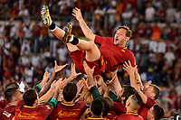 Francesco Totti lanciato in aria dai compagni <br /> Francesco Totti thrown into the air by team mates <br /> Roma 28-05-2017 Stadio Olimpico Football Calcio Serie A 2016/2017 AS Roma - Genoa  Foto Andrea Staccioli / Insidefoto