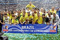Fotball<br /> Confederations Cup 2005<br /> Finale 29.06.2005<br /> Brasil v Argentina 4-1<br /> Foto: imago/Digitalsport<br /> NORWAY ONLY<br /> <br /> Brasilien ist Confederationscupsieger 2005 - Adriano (li.) mit dem Pokal für den besten Torschützen, Ronaldinho (Mitte) mit dem Pokal für den Confederationscuperfolg und Maicon (re.), der den Pokal für den besten Spieler des Turniers