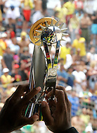 Footbal-FIFA Beach Soccer World Cup 2006 - Final- BRA xURU -The capitan Junior Negão it raises trofeu it of champion chip 2006 FIFA   -Rio de Janeiro- Brazil - 12/11/2006.<br />Mandatory Credit: FIFA/Ricardo Ayres
