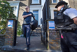 © Licensed to London News Pictures. 29/05/2020. London, UK. Dominic Cummings, Special Adviser to Prime Minister Boris Johnson, leaves his London home. The government have announced a further relaxing of the lockdown rules allowing groups of six people to meet outdoors from Monday. Photo credit: Marcin Nowak/LNP