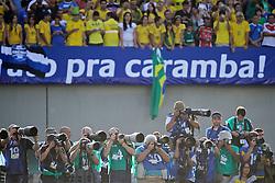 Fotojornalistas durante o jogo amistoso entre as seleções de Brasil e Hoalnda no estádio Arena da Baixada, em Goiânia, Brasil, em 04 de junho de 2011. FOTO: Jefferson Bernardes/Preview.com