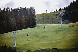 THEMENBILD - Seilbahnstütze, Seilbahntrasse und Schneekanonen auf einer grüner Bergwiesen, aufgenommen am 10. September 2019, Hinterglemm, Österreich // Cable car support, cable car route and snow cannons on a green mountain meadow on 2019/10/10, Hinterglemm, Austria. EXPA Pictures © 2019, PhotoCredit: EXPA/ Stefanie Oberhauser
