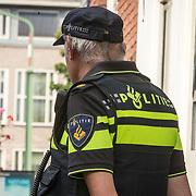 NLD/Utrecht//20170824 - Koningin Maxima bij viering 650 jaar Bartholomeus Gasthuis, Politieagent