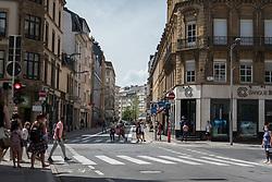 Crossing at the Avenue de la Gare.
