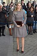 Koningin Maxima houdt toespraak tijdens bezoek aan seminar Meedoen Geld(t)? op De Haagse Hogeschool in Den Haag<br /> <br /> Queen Maxima holds a speech during visit to seminar Participation Money (t)? at The Hague University in The Hague<br /> <br /> Op de foto / On the photo: Aankomst Koningin Maxima / Arrival Queen Maxima