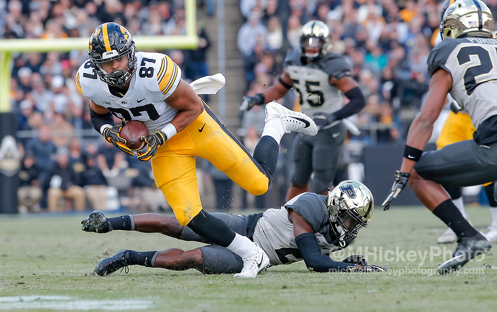 WEST LAFAYETTE, IN - NOVEMBER 03: Noah Fant #87 of the Iowa Hawkeyes runs the ball during the game against the Purdue Boilermakers at Ross-Ade Stadium on November 3, 2018 in West Lafayette, Indiana. (Photo by Michael Hickey/Getty Images) *** Local Caption *** Noah Fant