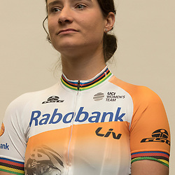 """13-01-2016: Wielrennen: Presentatie Rabo wielerploegen: Papendal<br />PAPENDAL (NED) wielrennen<br />Het Rabobank-Liv vrouwenteam en het Developmentteam werden op Papendal voorgesteld.  <br />Marianne Vos heeft schitteren op de Olympische Spelen van Rio als groot doel voor 2016, maar het is niet haar belangrijkste objectief: de olympisch kampioene van 2012 (Londen) wil vooral weer fit worden en kunnen koersen. """"Dat heeft de absolute prioriteit. Ik wil niets doen wat mijn herstel kan vertragen. Dus ook een deadline voor de Olympische Spelen mag me niet te snel op de fiets jagen."""""""
