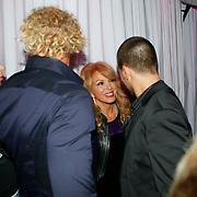 NLD/Uitgeest/20100118 - Uitreiking Geels Populariteits Awards van NH 2009, patricia Paay met zanger Waylon