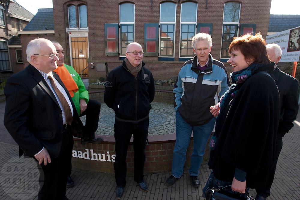 Ruth Peetoom ontmoet in Urk enkele leden van het CDA. Ze bezoekt de provincie Flevoland en Heerenveen tijdens haar campagne als kandidaat-voorzitter van het CDA. Peetoom wil weten wat de CDA leden willen en haar verhaal vertellen, zodat de leden weten op wie ze kunnen stemmen