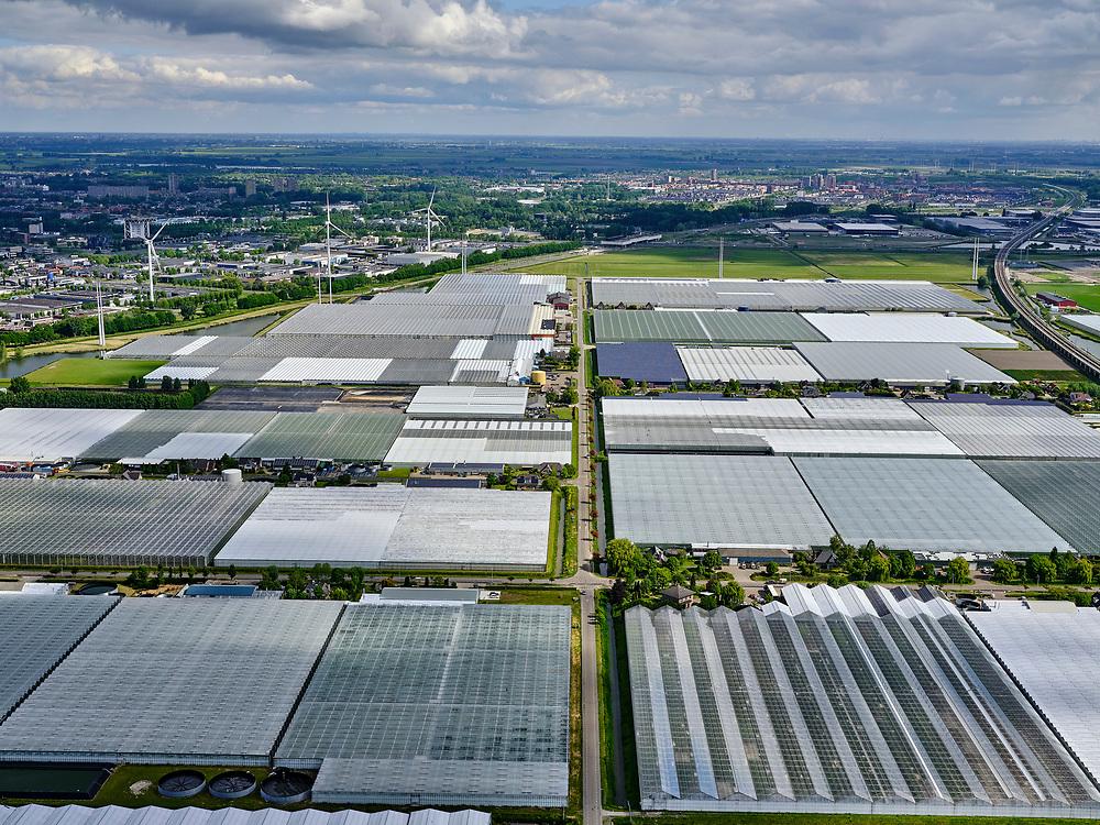 Nederland,Zuid-Holland, Bleiswijk; 14–05-2020; Irisweg doorsnijdt het kassengebied van Bleiswijk, gezien richting Zoetermeer.<br /> Local road cuts through the greenhouse area of Bleiswijk, in the direction of Zoetermeer.<br /> <br /> luchtfoto (toeslag op standaard tarieven);<br /> aerial photo (additional fee required)<br /> copyright © 2020 foto/photo Siebe Swart