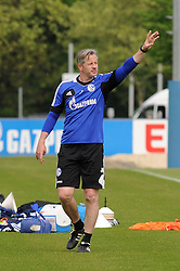 24.04.2014, Veltins Arena, Gelsenkirchen, GER, 1. FBL, Training Schalke 04, im Bild Trainer Jens Keller ( Schalke 04 ) gibt Anweisungen. // during a Trainingsession of German Bundesliga Club Schalke 04 at the Veltins Arena in Gelsenkirchen, Germany on 2014/04/24. EXPA Pictures © 2014, PhotoCredit: EXPA/ Eibner-Pressefoto/ Thienel<br /> <br /> *****ATTENTION - OUT of GER*****