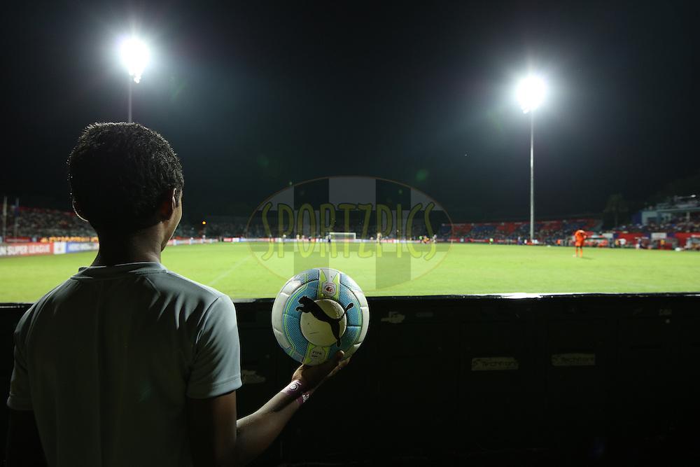 Ball boy during match 2 of the Indian Super League (ISL) season 3 between Atletico de Kolkata and Chennaiyin FC held at the Rabindra Sarobar Stadium in Kolkata, India on the 2nd October 2016.<br /> <br /> Photo by Saikat Das / ISL/ SPORTZPICS