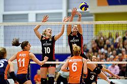 30-12-2015 NED: Nederland - Belgie, Almelo<br /> Op het 25 jaar Topvolleybal Almelo spelen Nederland en Belgie een oefen interland ter voorbereiding op het OKT dat maandag in Ankara begint. Nederland wint overtuigend met 3-1 / Laura Heyrman #10, Freya Aelbrecht #9