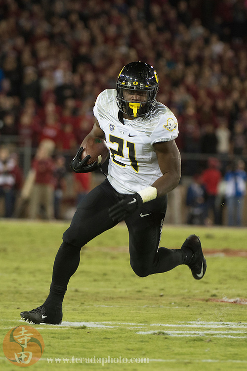 November 14, 2015; Stanford, CA, USA; Oregon Ducks running back Royce Freeman (21) runs with the football during the fourth quarter against the Stanford Cardinal at Stanford Stadium. The Ducks defeated the Cardinal 38-36.