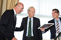 SOESTDUINEN -Fernand Schul wordt tot erelid benoemd.  Algemene Ledenvergadering van de NGF (Nederlandse Golf Federatie) met bestuurswisseling. Op de foto met aftredend Ronald Pfeiffer .rechts Jeroen Stevens. COPYRIGHT KOEN SUYK