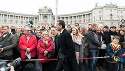 26.10.2016, Heldenplatz, Wien, AUT, Nationalfeiertag und Angelobung der neuen Rekruten. im Bild Bundeskanzler Christian Kern (SPÖ) mit Besuchern // Federal Chancellor of Austria Christian Kern with visitors during Austrian National Day at Heldenplatz in Vienna, Austria on 2016/10/26 EXPA Pictures © 2016, PhotoCredit: EXPA/ Michael Gruber