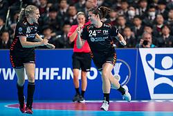 11-12-2019 JAP: Netherlands - Korea, Kumamoto<br /> Last match Main Round Group1 at 24th IHF Women's Handball World Championship, Netherlands win the last match against Korea with 36 - 24. / Danick Snelder #10 of Netherlands, Martine Smeets #24 of Netherlands