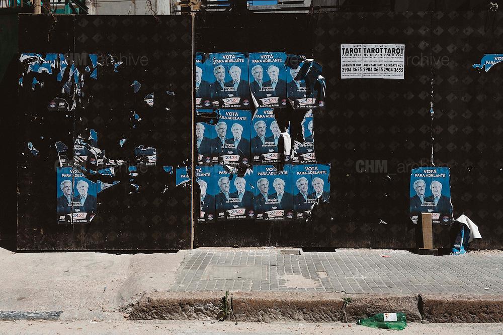 Manifesti di propaganda elettorale per le strade di Montevideo. Montevideo, 13 dicembre 2015.  Christian Mantuano / OneShot