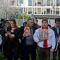 Preghiera di protesta contro Rufus WainWright