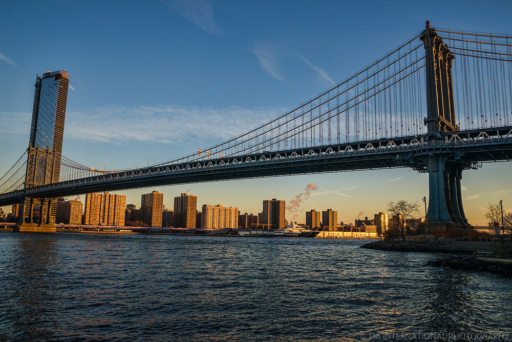 One Manhattan Square (left) & Manhattan Bridge