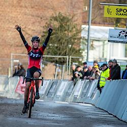 15-12-2019: Wielrennen: Druivencross: Overijse<br />Annemarie Worst wint in Overijse voor Lucinda Brand en Alice Arzuffi