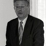 NLD/Hoofddorp/19940202 - Aad Kosto houdt spreekbeurt in Hoofdorp bij beveiligingscongres Randstad