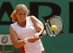 Belgium's Kim Clijsters defeats 6-3, 6-4, Spain's Anabel Medina Garrigues in their fourth round of the French Tennis Open at Roland-Garros arena, in Paris, France, on June 3, 2006. Photo by Christophe Guibbaud/Cameleon/ABACAPRESS.COM