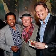 NLD/Rotterdam/20110418 - CD presentatie Toen Was Geluk Heel Gewoon van Sjoerd Pleijsier, Lou Prince, Sjoerd Pleijsier en producer cd