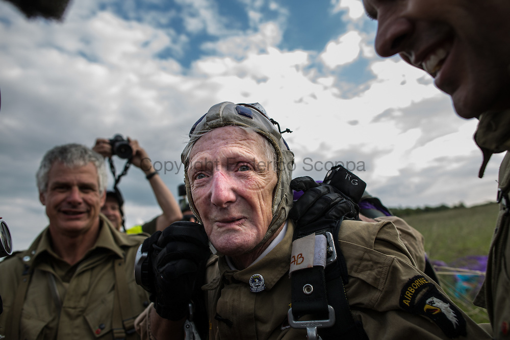 WWII veteran Jim 'Pee Wee' Martin 93 y/o jumps on Utah beach 70 year his first jump in Normandy during the invasion of Normandy