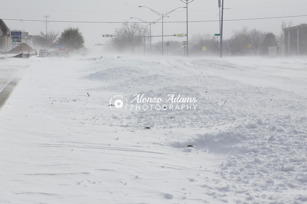 Blowing and drifting snow across the intersection of NW 48th Street and Classen Blvd. in Oklahoma City, Okla. on Tuesday, Feburary 1, 2011.  (Photo by Alonzo J. Adams)