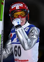 Hopp: 22.12.2001 Predazzo, Italien, Verdenscup WC.<br />Der Schweizer Simon Ammann jubelt nach seinem zweiten Platz am Samstag (22.12.2001) beim Weltcup Skispringen im italienischen Predazzo. <br /><br />Foto: Digitalsport