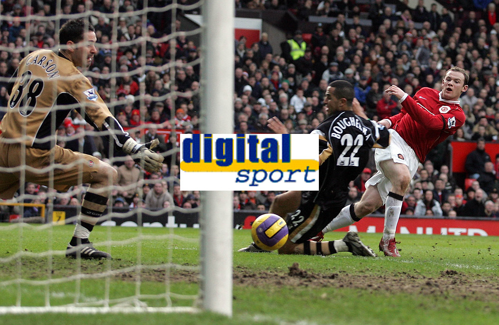 Photo: Paul Thomas.<br /> Manchester United v Charlton Athletic. The Barclays Premiership. 10/02/2007.<br /> <br /> Wayne Rooney (R) of Man Utd shoots just wide.