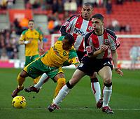 Photo: Alan Crowhurst.<br />Southampton v Norwich City. Coca Cola Championship. 16/12/2006. Norwich's Robert Earnshaw (L) takes on the Saints defence.