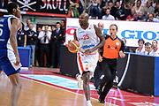 DESCRIZIONE : Varese Lega A 2012-13 Cimberio Varese cheBolletta Cantu<br /> GIOCATORE : Ere Ebi <br /> CATEGORIA : palleggio sequenza<br /> SQUADRA : Cimberio Varese<br /> EVENTO : Campionato Lega A 2012-2013<br /> GARA : Cimberio Varese cheBolletta Cantu<br /> DATA : 29/10/2012<br /> SPORT : Pallacanestro <br /> AUTORE : Agenzia Ciamillo-Castoria/GiulioCiamillo<br /> Galleria : Lega Basket A 2012-2013  <br /> Fotonotizia : Varese Lega A 2012-13 Cimberio Varese cheBolletta Cantu<br /> Predefinita :